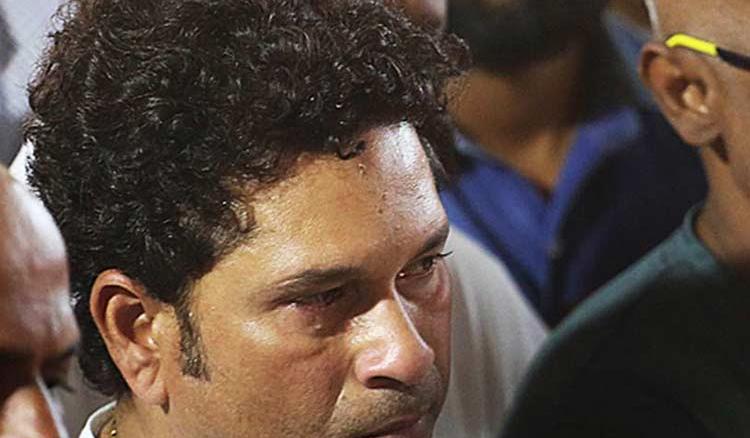 Sachin Tendulkar in tears as he bids farewell for the last time to his coach Ramakant Achrekar