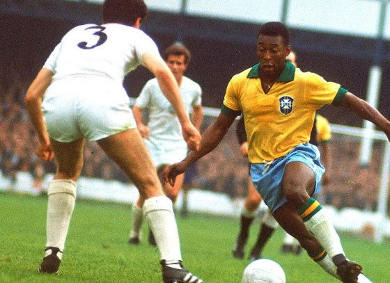 Pele's last no. 10 jersey sold for $33,000
